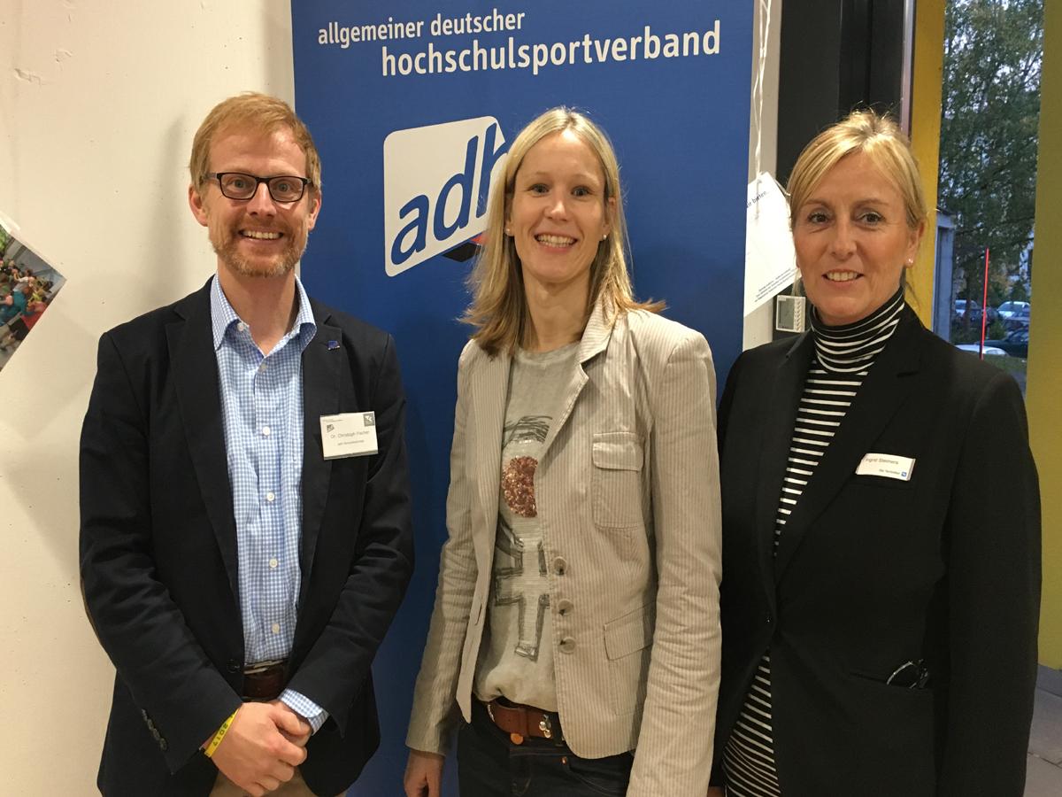 Der Startschuss ist gefallen: Der Generalsekretär des ADH, Christoph Fischer, die Leiterin des Allgemeinen Hochschulsports,  Dr. Sabine Bauer, und Ingrid Steimers freuen sich über die Kooperation