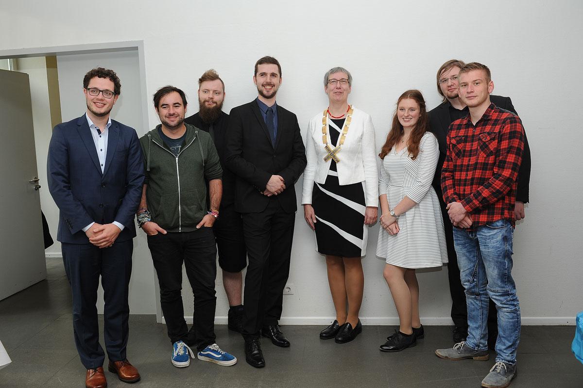 Übergabe des Präsidentenamtes: Präsidentin Kallenrode mit Studenten