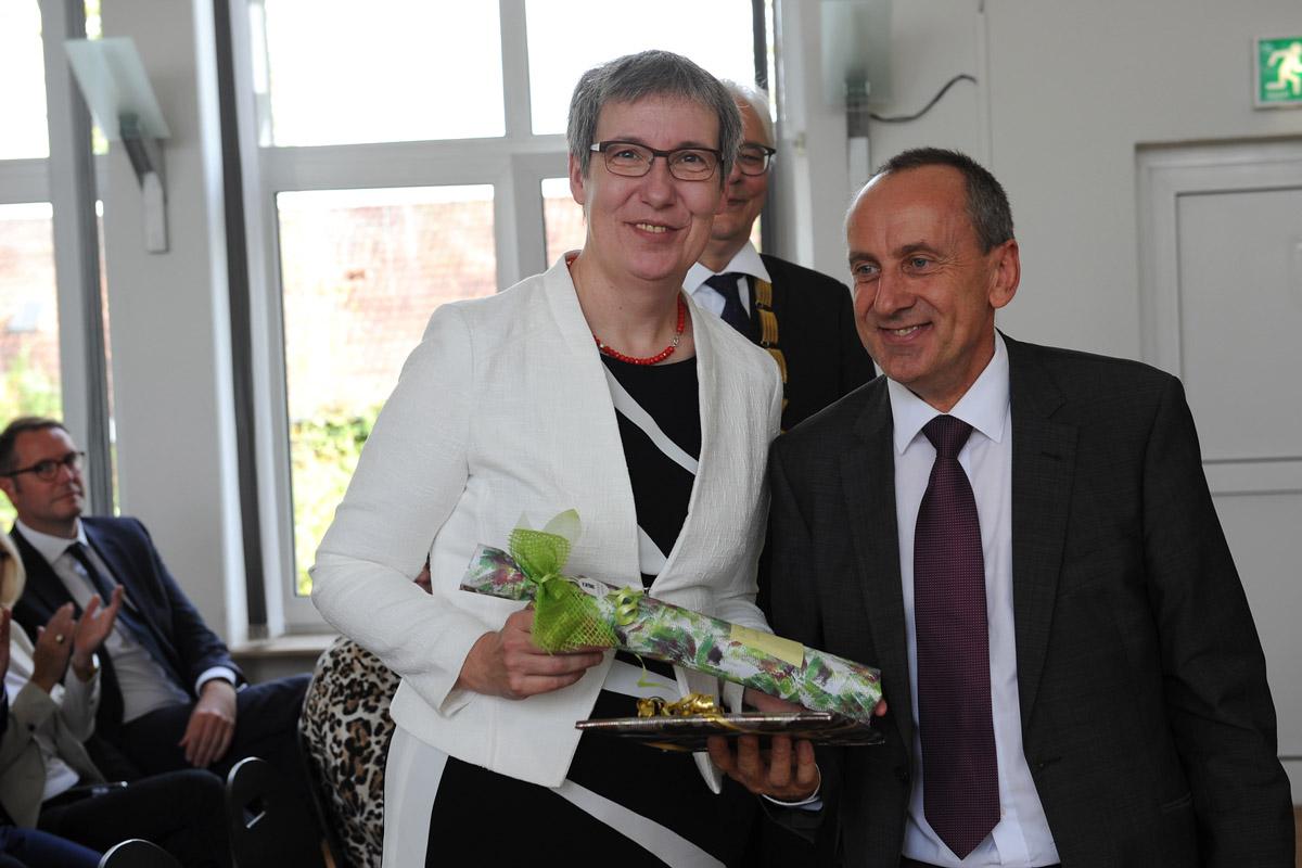 Übergabe des Präsidentenamtes: Präsidentin Kallenrode mit Minister Wolf