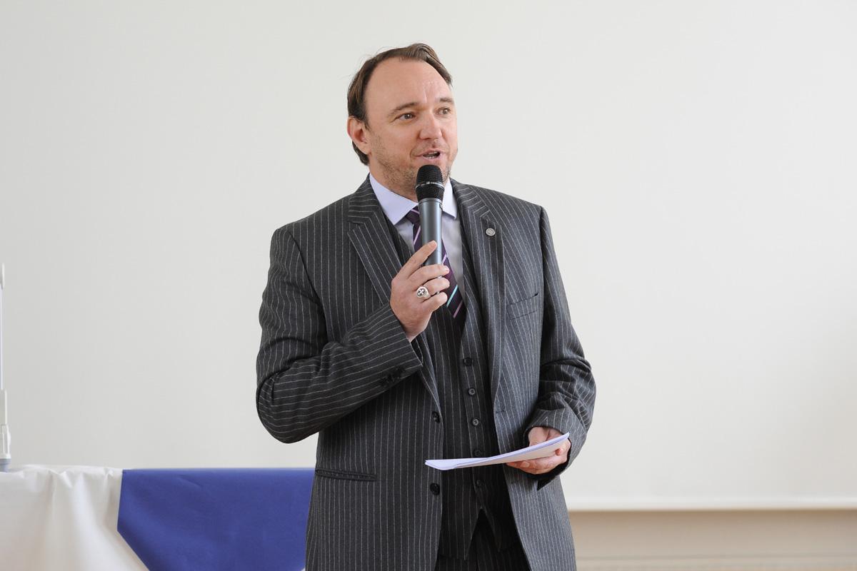Übergabe des Präsidentenamtes: Moderator Dr. Werner