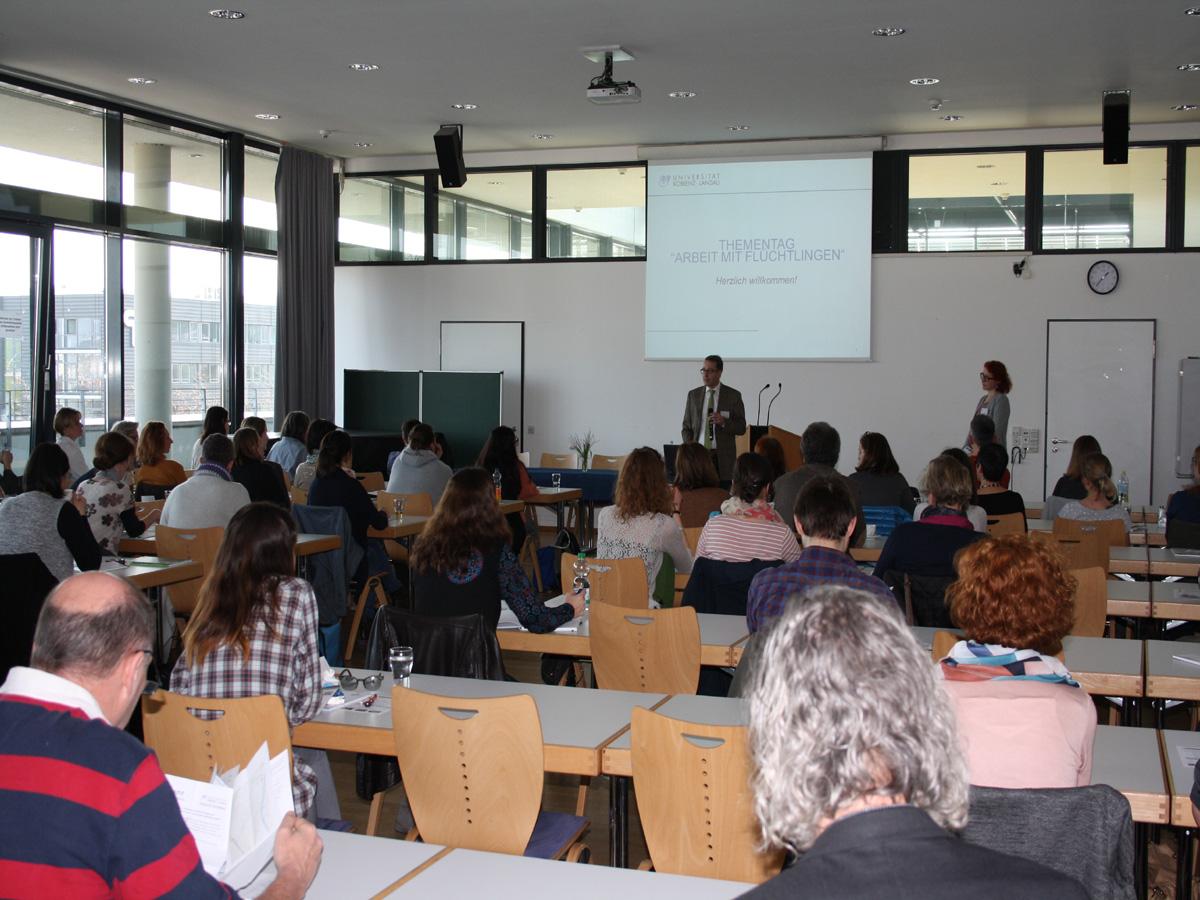 Wichtige Informationen und intensiven Austausch bot der 2. Thementag 'Arbeit mit Flüchtlingen'. Bild: ZfL