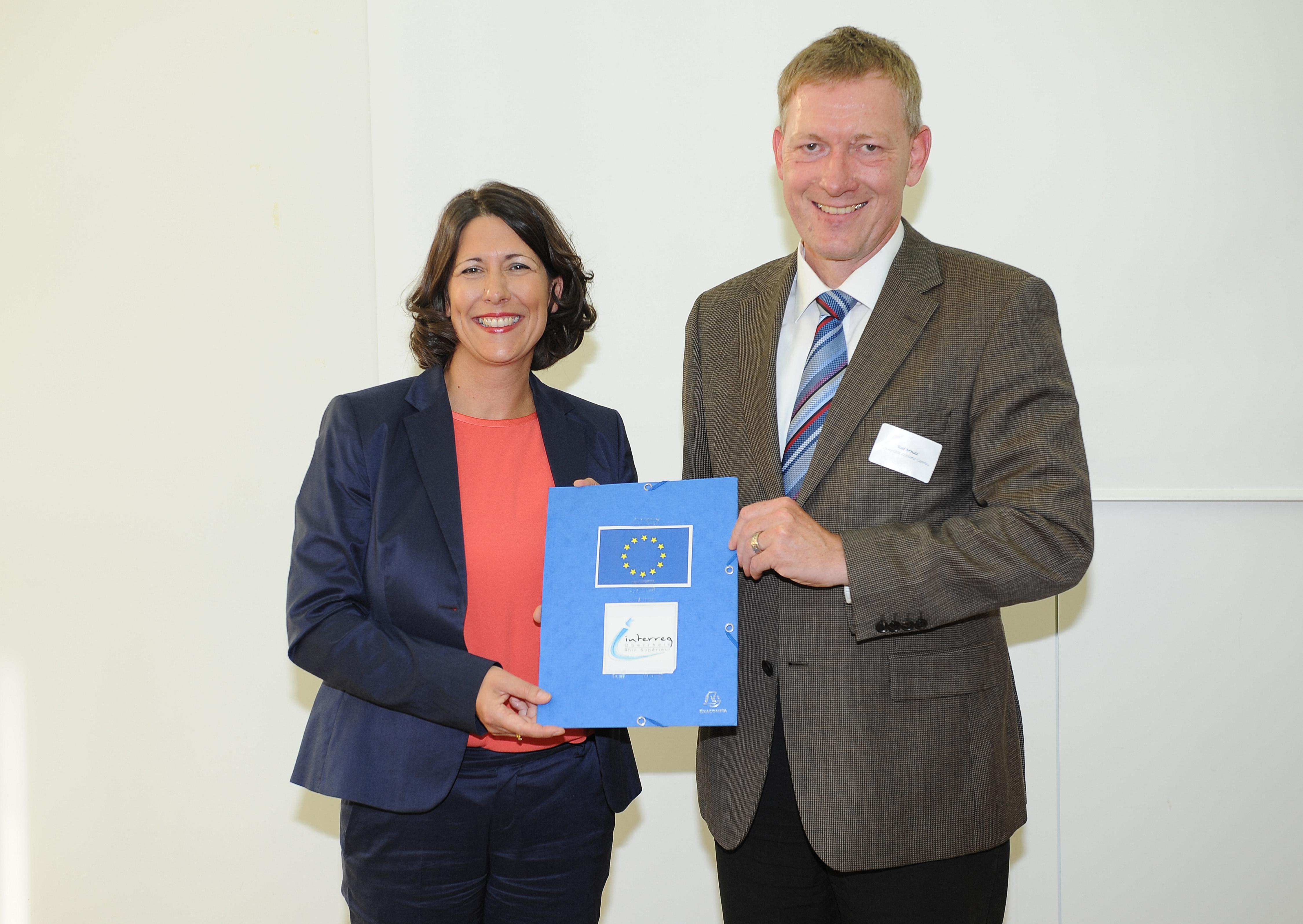 Wirtschaftssekretärin Daniela Schmitt und Projektleiter Prof. Dr. Ralf Schulz. Foto: Karin Hiller