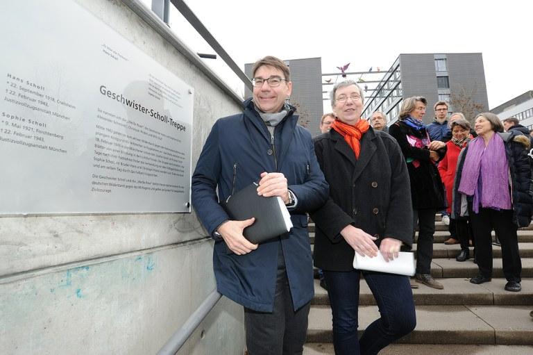 """Treppe zum Landauer Campus auf """"Geschwister-Scholl-Treppe"""" getauft"""