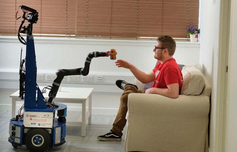 Serviceroboter Lisa erfolgreich in Edinburgh