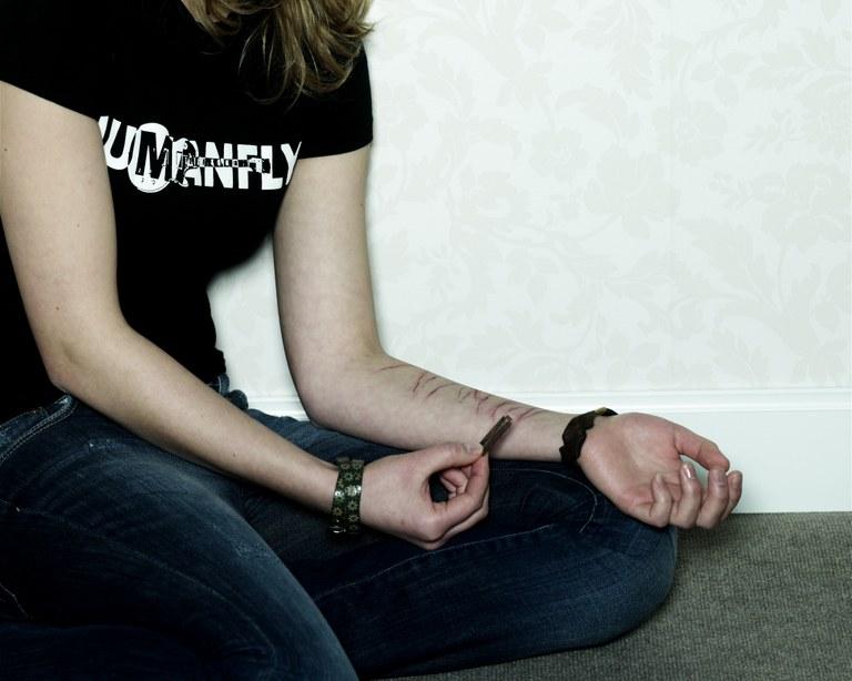 Selbstverletzendes Verhalten bei Jugendlichen BMBF-Projekt mit Ursachenforschung und Online-Therapie