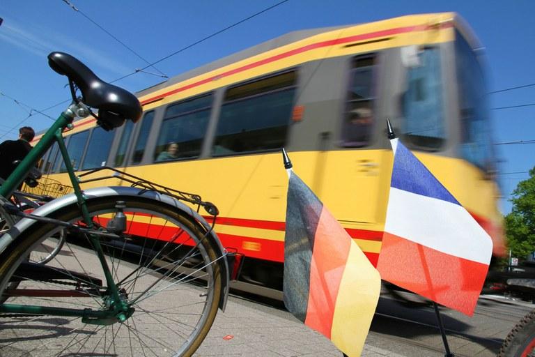 """Navi für die Mobilitätswende - Deutsch-französisches Forschungsprojekt """"SuMo-Rhine"""" unterstützt die Oberrhein-Region beim Aufbau nachhaltiger Verkehrssysteme"""