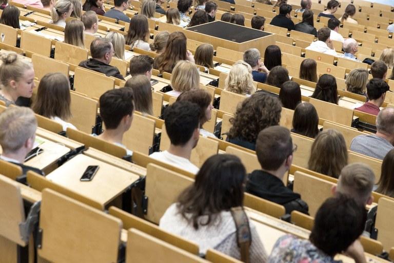 Großer Andrang zum Tag der offenen Tür für Studieninteressierte an der Universität in Koblenz