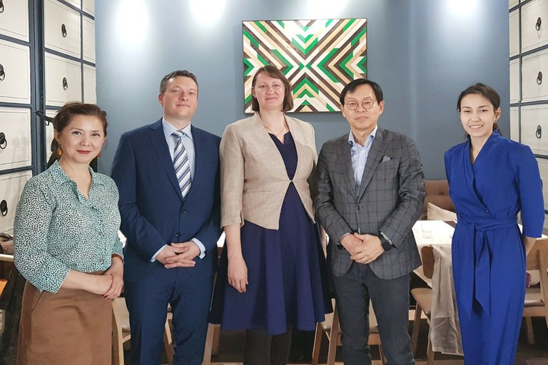 Elmira Suleimanova, Director of the International Office, Maurice Zimmermann, Dr. Iryna Shalaginova, Dr. Jay H. Lee, Dean of Bang College of Business, Meruyert Oshanova, Incoming Mobility Coordinator (from left). Photo: University of Koblenz-Landau.