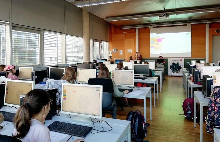 Mädchen werden Nachwuchsprogrammiererinnen - Ada-Lovelace-Projekt gründet vier Coding Hubs in Rheinland-Pfalz