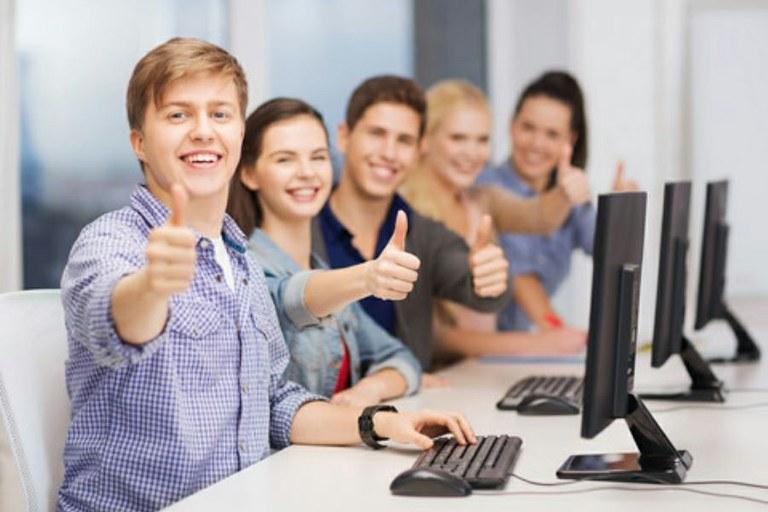 Erste Absolventen des Fernstudiengangs Personal und Organisation
