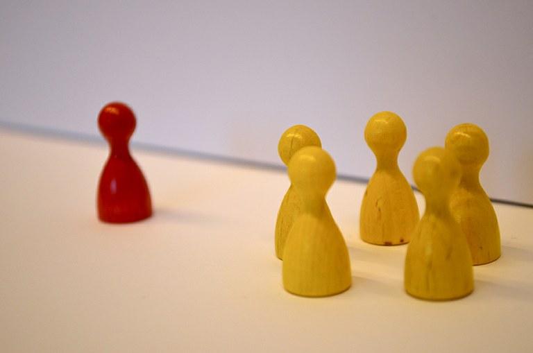 Du nicht! – Aktuelle Studie zeigt, warum Menschen andere ausgrenzen