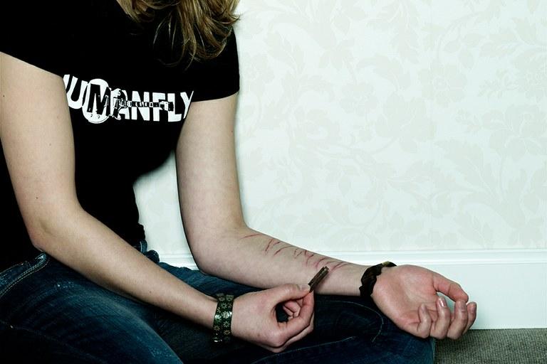 Selbstverletzendes Verhalten bei Jugendlichen: Teilnehmer für Online-Hilfe und Studie gesucht