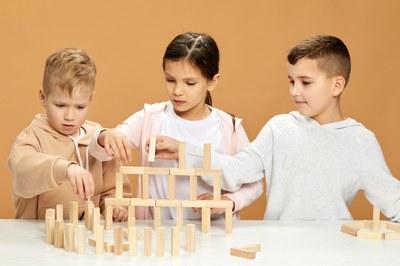 Imposante Gebäude lassen sich mit Holzklötzen bauen. Bild: Colourbox