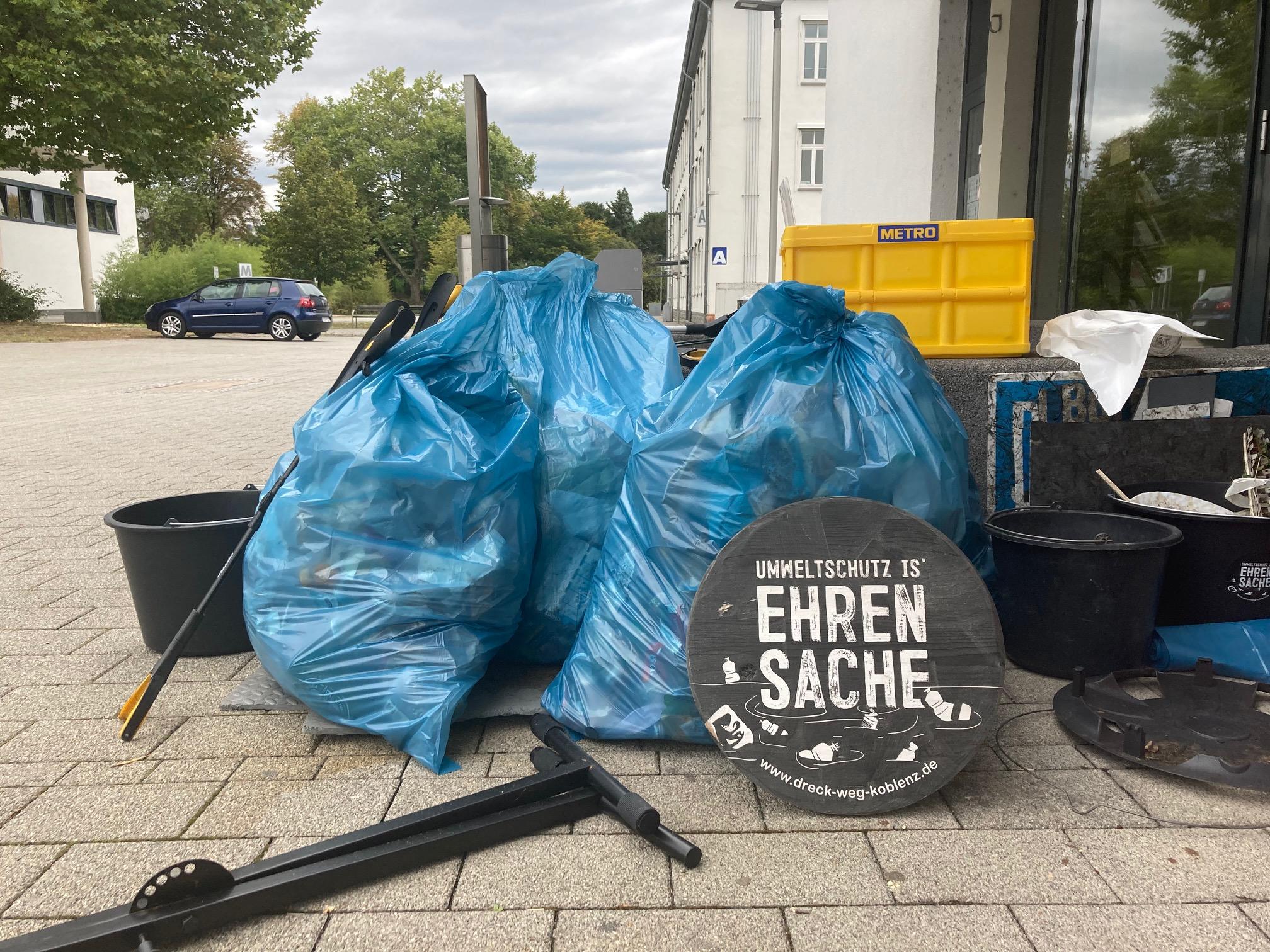 Rund 360 Liter Müll fanden die Helfer innerhalb von zwei Stunden und entsorgten ihn fachgerecht. Bild: UKL