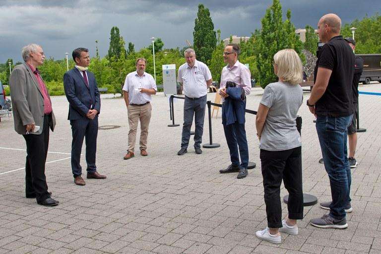 Staatsekretär Denis Alt besucht Impfzentrum von Hochschule und Universität in Koblenz