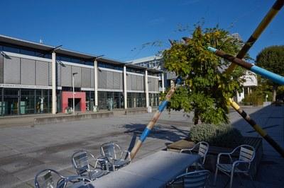 Der Mikado-Platz am Campus Koblenz-Metternich. Vorerst wird die zukünftige Universität Koblenz keinen Eigennamen tragen; das beschloss der Senatsausschuss am 14. April 2021. Bild: H.-G. Merkel/Universität Koblenz-Landau