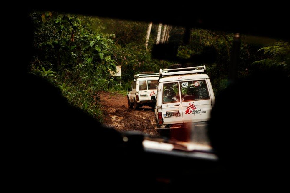 """Eine der größten privaten Hilfsorganisationen ist """"Ärzte ohne Grenzen"""". Sie leistet medizinische Nothilfe in Krisen- und Kriegsgebieten wie hier in Kongo (Foto: Juan Carlos Tomasi/Ärzte ohne Grenzen)"""