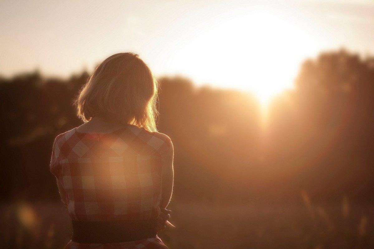 Einsamkeit trifft nicht nur Kinder und Senioren. Die durch den Coronavirus bedingten Kontaktbeschränkungen verstärken dieses negative Gefühl (Foto: Piaxabay)
