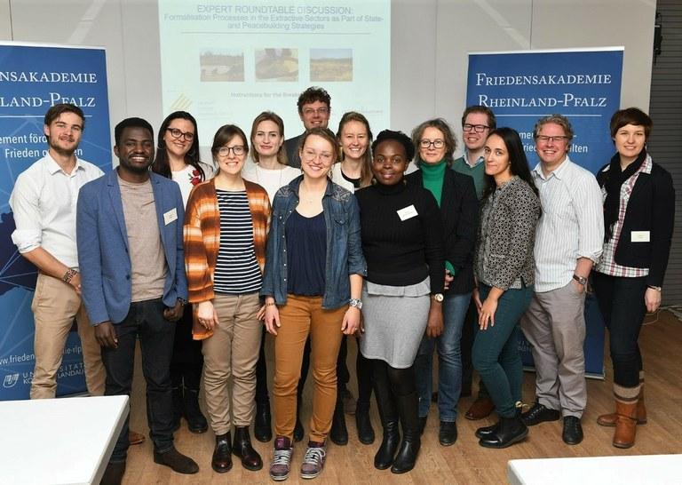 Spannende Diskussionen bei der internationalen ExpertInnen-Rundtisch-Diskussion zu Formalisierungsprozessen in Rohstoffsektoren