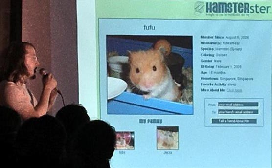 Katzen und Hamster online – Jérôme Kunegis von WeST gewinnt Science Slam der  International Conference on Web and Social Media