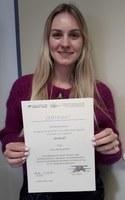 Verleihung Urkunde Alica Baumgartner