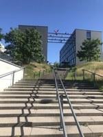 Bild des Eingangs zum Campus Landau