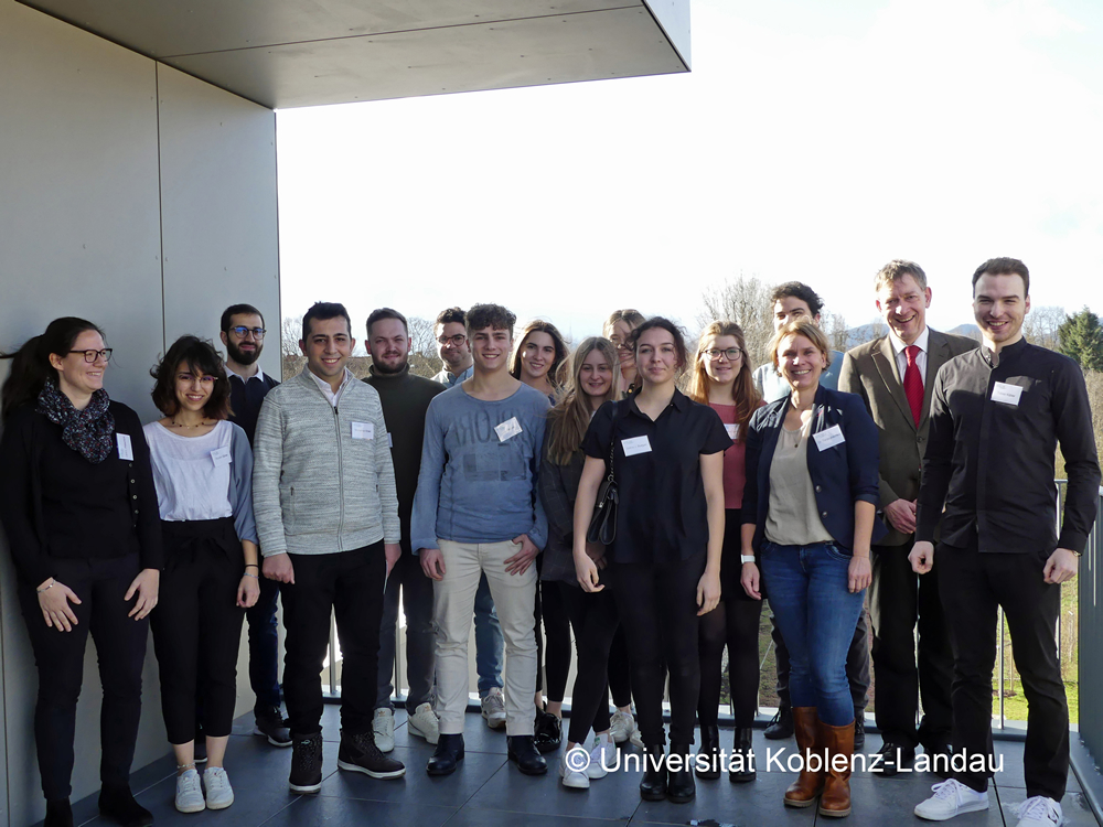 Studierende der TU Kaiserslautern mit der ecoLAB-Projektleitung von EERES