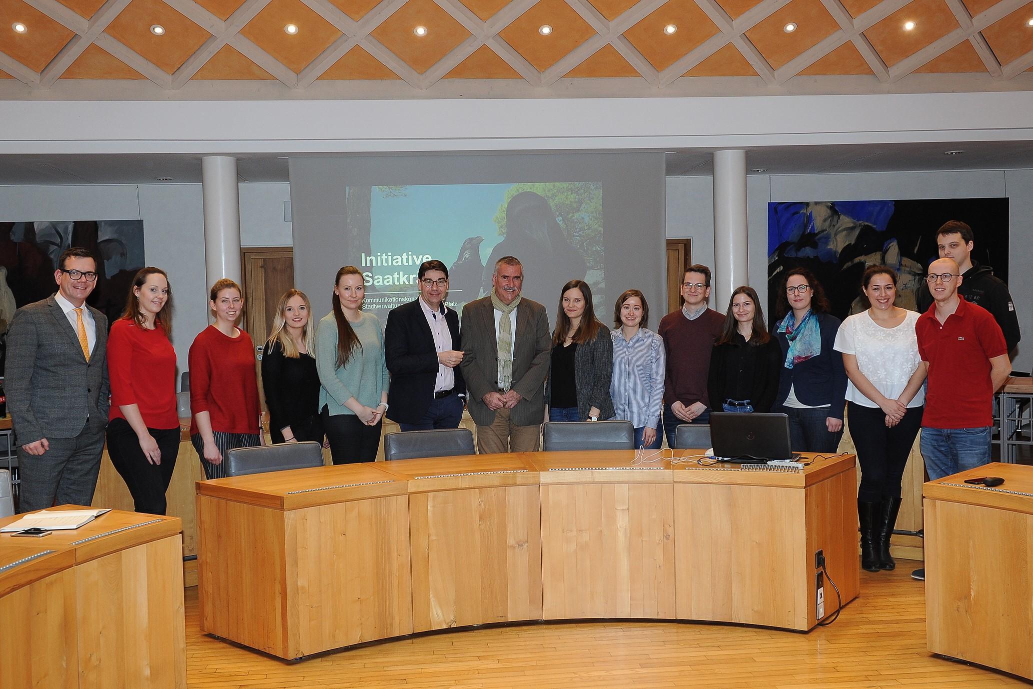 Gruppenfoto im Rathaus