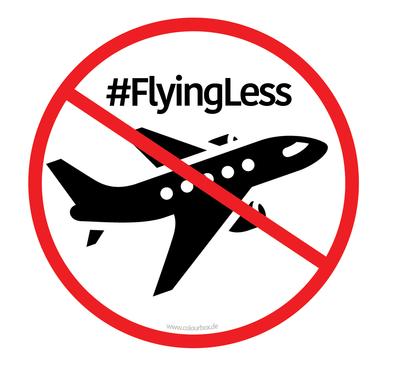 Hier sehen Sie ein Bild mit einem Flugzeug und einem darüber liegenden Verbotsschild. Im Bild steht der Hashtag: #flyingless.Bildrechte: www.colourbox.de
