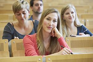 Studierende im Hörsaal am Campus Landau