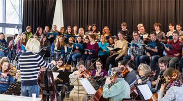 Uni-Chor und Orchester