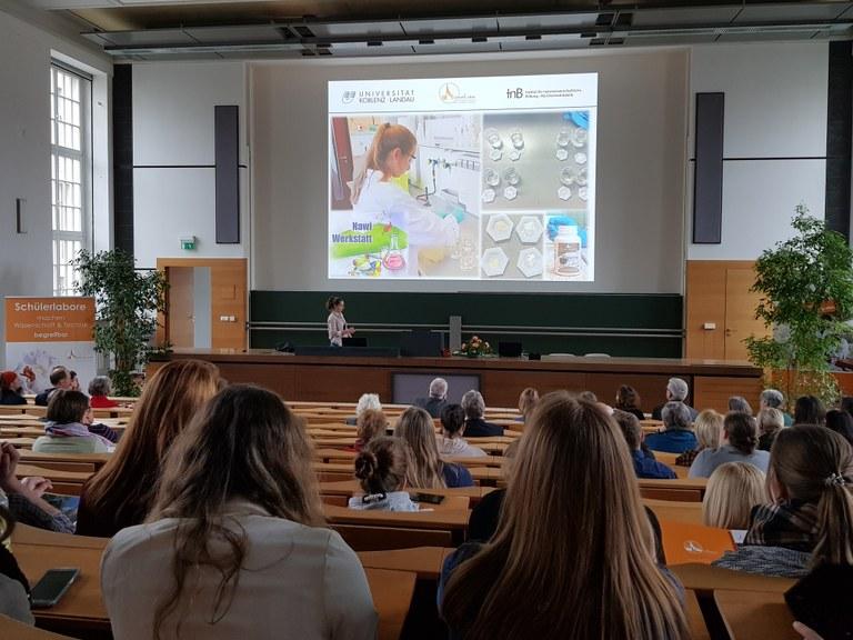 """ZentrAL gratuliert Sophia Bohlen zur Auszeichnung für das """"Schülerprojekt des Jahres"""""""