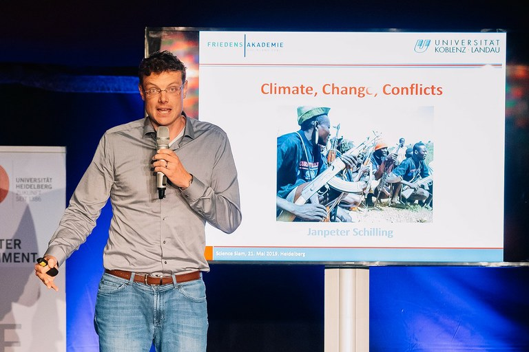 """""""Climate, Change, Conflict"""" at Science Slam on Climate in Heidelberg"""