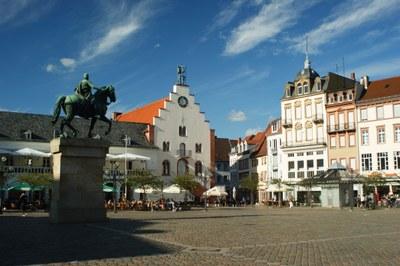 Landau - Marketplace